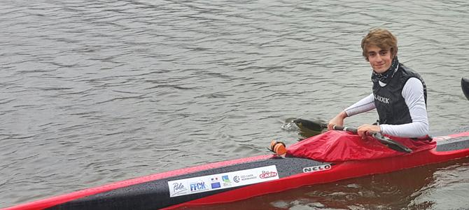 Briac Labbé en kayak de course en ligne
